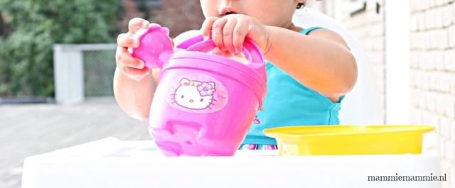 Water spelen baby